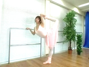 Seductive Japanese Ballerina Reveals Her Splendid Body For