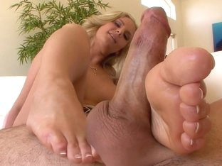 Phoenix Marie Does It For Magical Feet