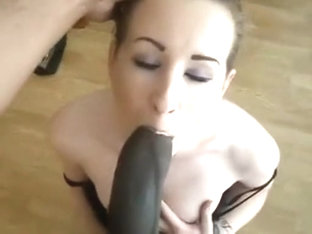 Tasty Goth Girl Sucks On A R...