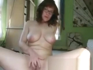 Divorced Canadian Isabella In Selfmade Solo