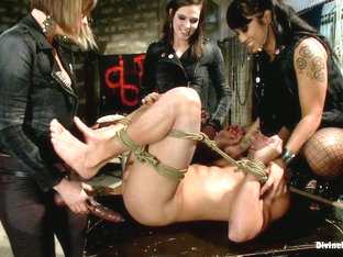 Bobbi Starr & Dragonlily & Maitresse Madeline Marlowe & Chris Tyler In A Man With Three Balls Mean.