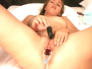 Cuddly Sweetie Is Gaping Narrowed Pussy In Close Up And Havi