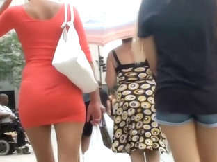 Big Boobs Bounce While She Walks