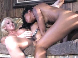 Fabulous Pornstar Vanessa Leon In Horny Blowjob, Gaping XXX Clip