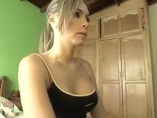 Stripping And Getting Lusty In Webcams Amateur Porn