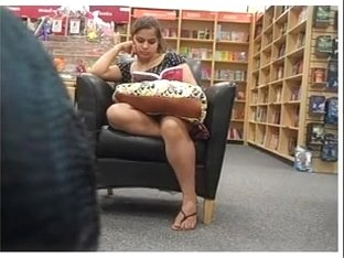 Candid Hawt Feet In Sandals At Bookstore Pt 1