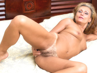 Bonita In Mature Beauty - Anilos