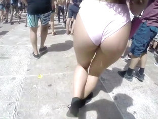 Big Booty Gets Followed