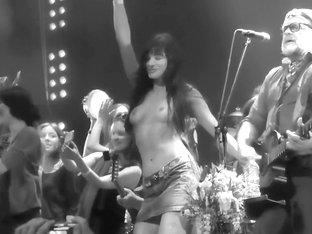 Akvarium Rock Grup Nude Girls In Show