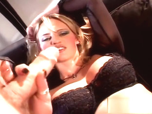 Hot Bitch Shows Off Her Sucking Skills