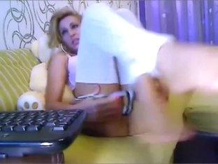 Perfect Babe Masturbates On Webcam