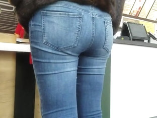 Plump Ass Waiting For Fast Food
