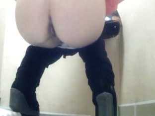 Nice Ass Blonde Peeing In Toilet