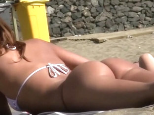 Gorgeous Close Look On A Beach Girl's Ass