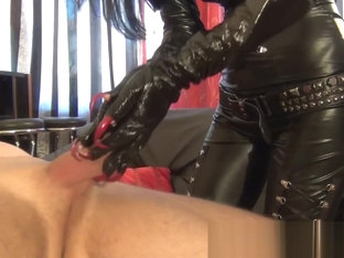 Noir Plaisir Red Claws In Latex Glover Hj And Scratch
