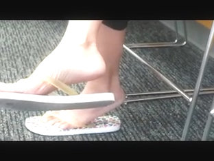 Candid Feet: Sexy Asian Milf Sandal Play
