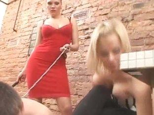 Under-feet Video: Irina & Paula