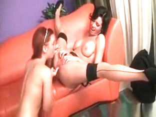 Hot Cougar Gets Orgasmic Lesbo Cunillingus