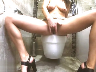 Sexy Mommy With Natural Tits,masturbate Untill Squirt Before Take A Shower