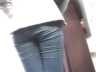 Sexy Girl Has A Yummy Ass And Shows Her Butts