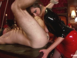 Maitresse Madeline Marlowe & Nika Noire & Scout & Ned Mayhem & Zak Tyler In A Divine Holiday Live .