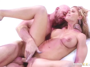 Jessa Rhodes & Johnny Sins In Powder Puff Girl - Brazzersnetwork