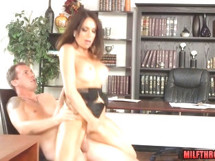 Brunette MILF Pussy To Mouth And Cum Swallow