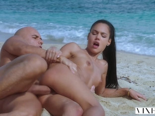 Vixen Latina Sugar Baby Satisfies Her Daddy On Vacation