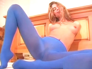 Minx Shows Feet And Shaved Wet Crack In Pantyhose