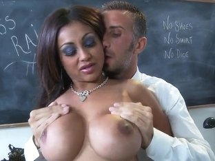 Keiran Lee States That The Boobs Of Priya Anjali Rai Are The Best In This College