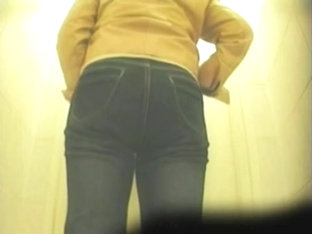 The Amateur Female Pissing On Toilet Has Hot Big Booty