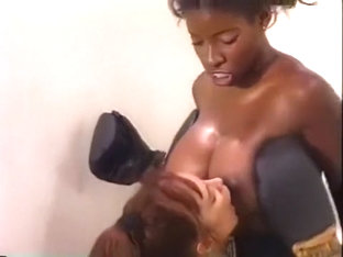 Vanessa Vs Joi Topless Sexy Boxing Part 1 (napali)