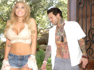 Kayla Kayden & Small Hands In Whore-o-scoping - Brazzersnetwork