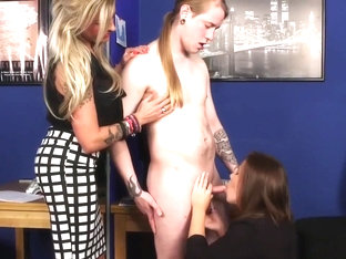 Cfnm Babe Gives Blowjob