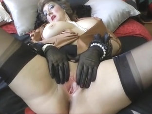 Luscious Mommy In Ff Nylons Teases Toys And Facial