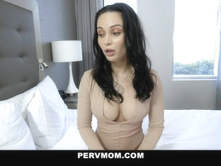 Crystal Rush In Sexy Stepmom Travels - Pervmom