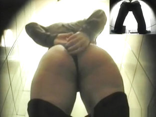 Big Ass Woman Spied Peeing