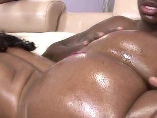 Rawvidz Video: Thick Black Babe's Threeway