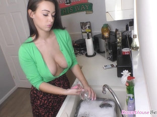 Big Tits Alicia Washing Dishes And Her Friends Show Off Nicely