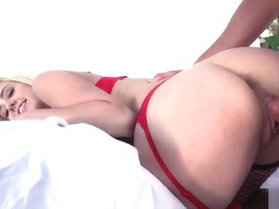 Horny babe wants to fuck at photoshoot